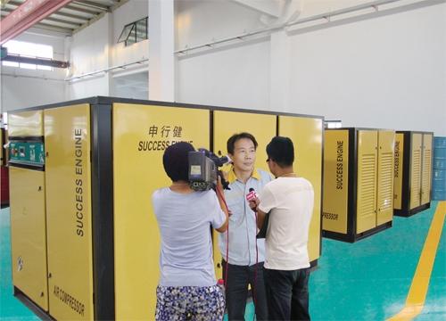 東方衛視《看東方》節目組采訪申行健空壓機(圖)