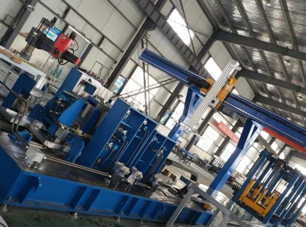 Refrigerator liner automatic punching line